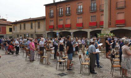 Trecento persone in piazza a Melzo per la Messa col cardinale