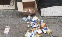 """Pacco Caritas gettato tra i rifiuti. """"Una vergogna inaccettabile"""""""