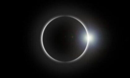 """Occhi (protetti) al cielo giovedì 10 giugno per la """"mini eclissi"""""""