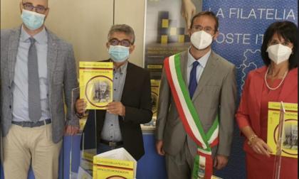 Un francobollo dedicato ad Arnoldo Mondadori nel cinquantesimo della scomparsa