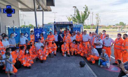 Taglio del nastro per la nuova ambulanza della Croce Bianca di Cernusco sul Naviglio