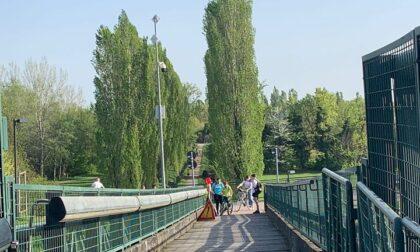 Riapre il ponte ciclopedonale per il Parco della Besozza