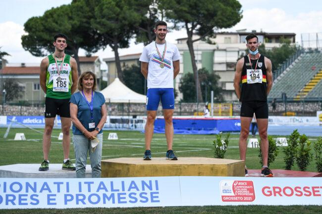 cernusco 2021. atletica pro sesto ai nazionali; podi con le staffette, campione italiano Matteo Raimondi e in partenza Matteo Roda (maglia bianca pro sesto)