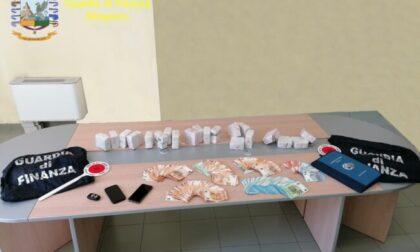 Maxi sequestro di droga: dieci chili di hashish e 25mila euro in contanti