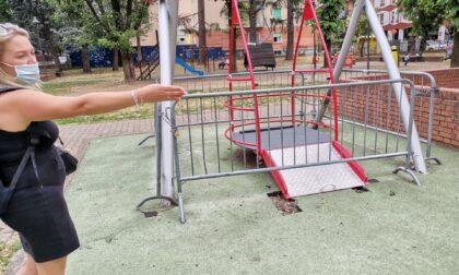 L'altalena per i bambini disabili? E' rotta da tre anni e mezzo
