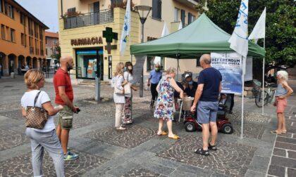 Gazebo della Lega a Cernusco sul Naviglio per raccogliere firme pro referendum