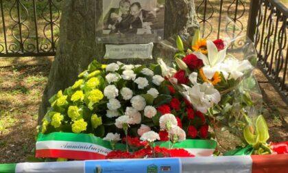 Espone un cartello alla celebrazione per la strage di via D'Amelio, identificato dai Carabinieri
