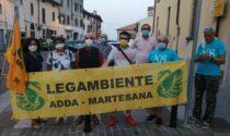 Mentre in Municipio si approva la variante al nuovo insediamento industriale, fuori Legambiente protesta