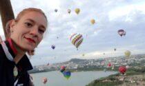 Pilota tradita da un colpo di vento: volo fatale dalla sua mongolfiera