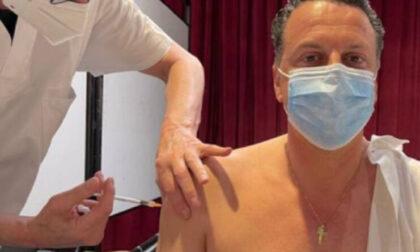 Il sindaco regala 10 euro di tasca propria a chi si fa vaccinare