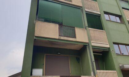 Cadavere ritrovato in una pozza di sangue in un appartamento: è giallo
