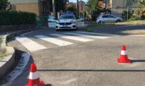 Si apre un buco nell'asfalto: strada chiusa dalla Polizia Locale