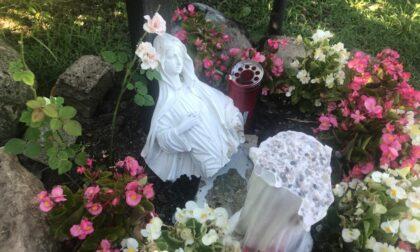 Vandali senza Dio distruggono la statua della Madonna