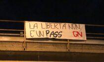 Striscioni di protesta  contro il Green pass a Cologno