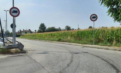 I cartelli di divieto d'accesso ci sono, ma i Tir passano ancora davanti alle case