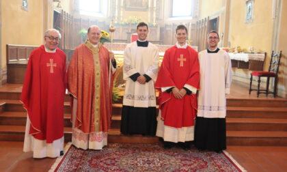 Luca Vignali indossa per la prima volta l'abito da sacerdote, comunità in festa a Melzo