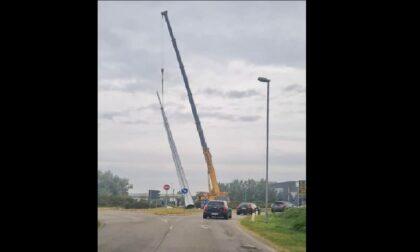Liscate, in corso la posa della nuova antenna da 36 metri