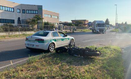 Scontro tra camion e moto in zona industriale a Trezzo sull'Adda: intervento in codice rosso