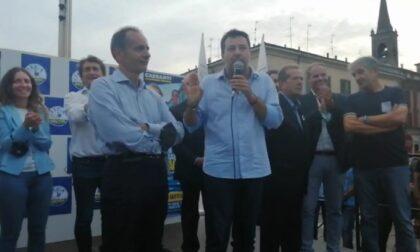 Dal pubblico piovono insulti a Salvini, lui ringrazia e risponde a tono (VIDEO)