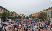 Il leader del Carroccio fa tappa a Cassano d'Adda: appoggio al candidato sindaco e selfie con i cittadini