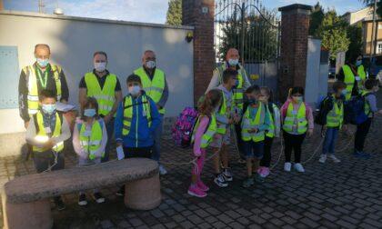 Un esercito di volontari, guidati dal sindaco, per far ripartire il Pedibus
