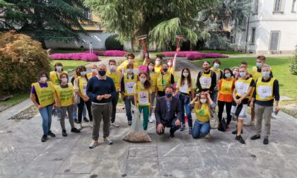 Migliaia di mozziconi raccolti dai giovani e portati al sindaco di Cernusco