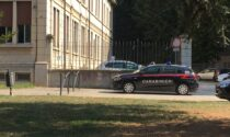 """Maestre """"no vax"""" lasciate fuori da scuola: intervengono i Carabinieri"""