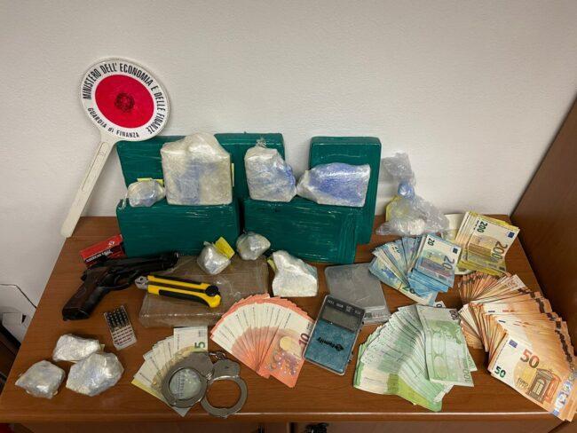 droga arresto guardia di finanza 2