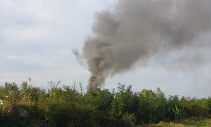 Altissima colonna di fumo a Segrate: intervengono i Vigili del fuoco