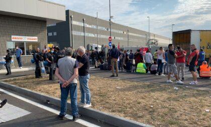 Sciopero e tensione sulla logistica: auto colpisce un manifestante del picchetto