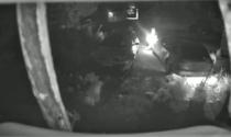Ecco come i piromani danno fuoco alle auto