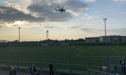 Scontro di gioco sul campo da calcio, a Trezzano è atterrato l'elisoccorso