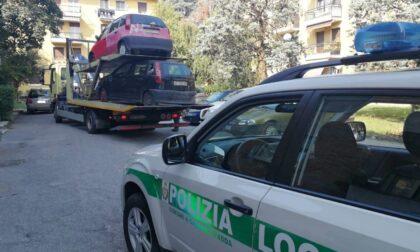 Rimosse le carcasse di auto abbandonate da anni nei parcheggi Aler