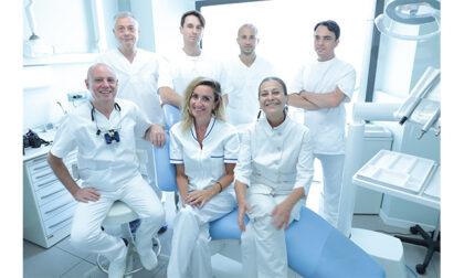 Implantologia a carico immediato in Martesana: come tornare a sorridere in 48 ore