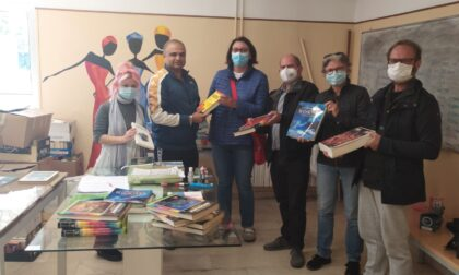 Banca del tempo dona ottocento libri a un Centro di accoglienza migranti