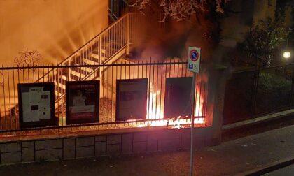 Incendio in un sottoscala a Cassano d'Adda, intervengono i pompieri