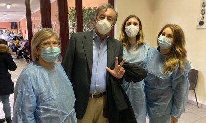 Roberto Burioni sceglie il centro vaccinale di Vimodrone per la sua terza dose